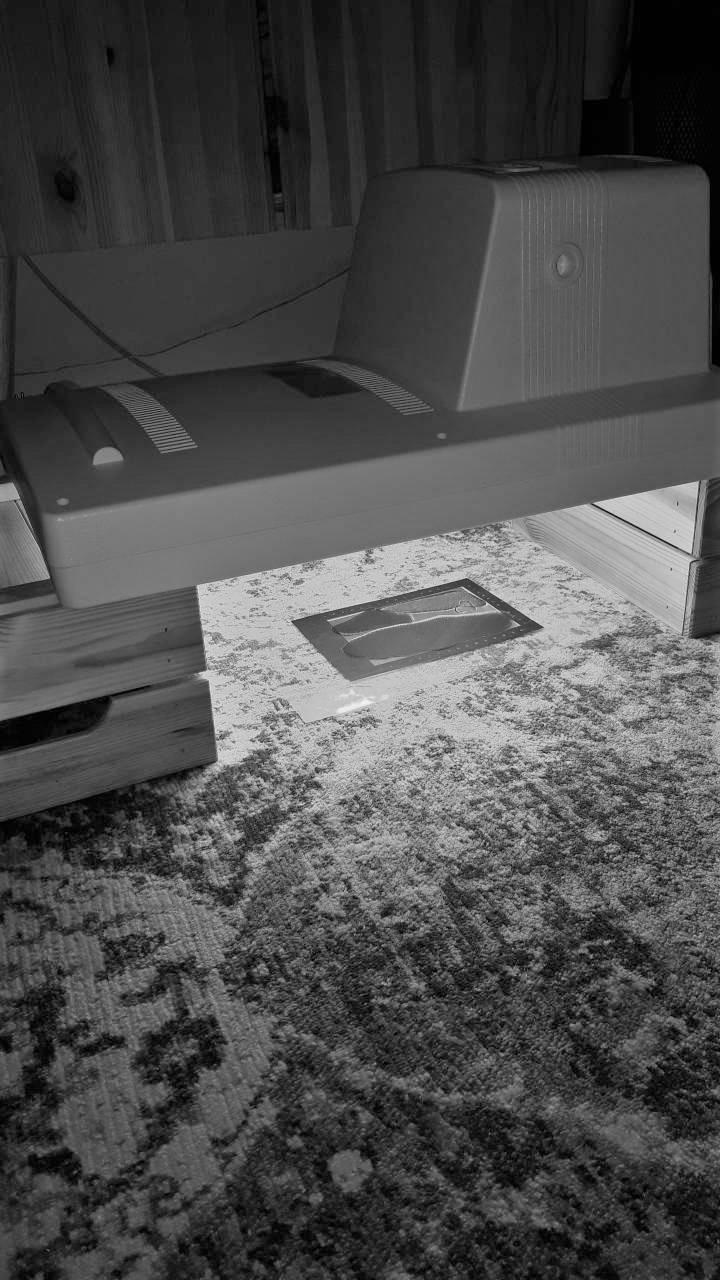 """Amelie Perzlmaier / Cyanolight / Dieser wurde durch das Edeldruckverfahren """"Cyanotypie"""" hergestellt, das passend zum Thema mithilfe von Sonnenlicht durchgeführt wird."""